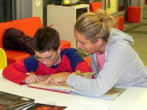 Iskra - Mali pitaju, veliki im čitaju